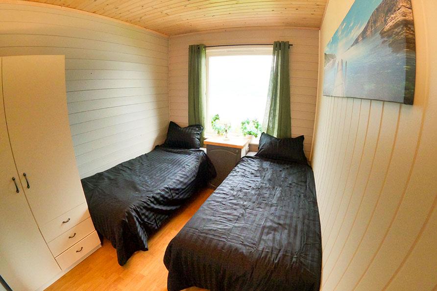 Schlafzimmer 3 – 2 Betten 90cm