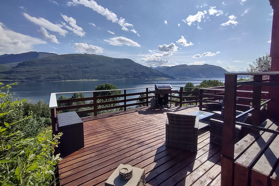 Terasse mit Panorama – Fjordblick